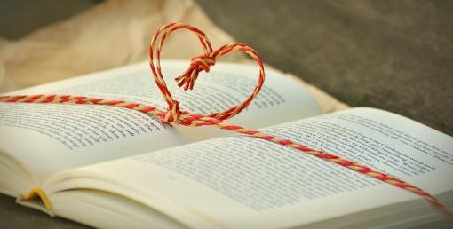 book-heartbow